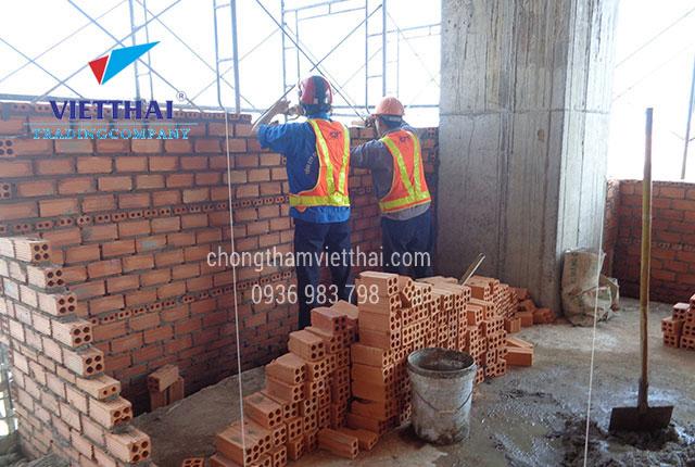 xây tường dày chống thấm