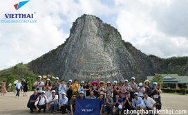 Đoàn việt Thái chụp ảnh kỉ niệm núi phật vàng