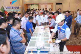 Đội ngũ Kỹ thuật hướng dẫn khách thi công sản phẩm chống thấm