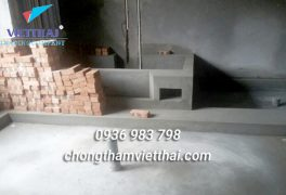 Bề mặt nhà vệ sinh được xử lý sạch sẽ trước khi chống thấm